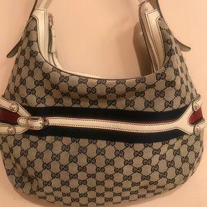 Gucci shoulder bag worn once!